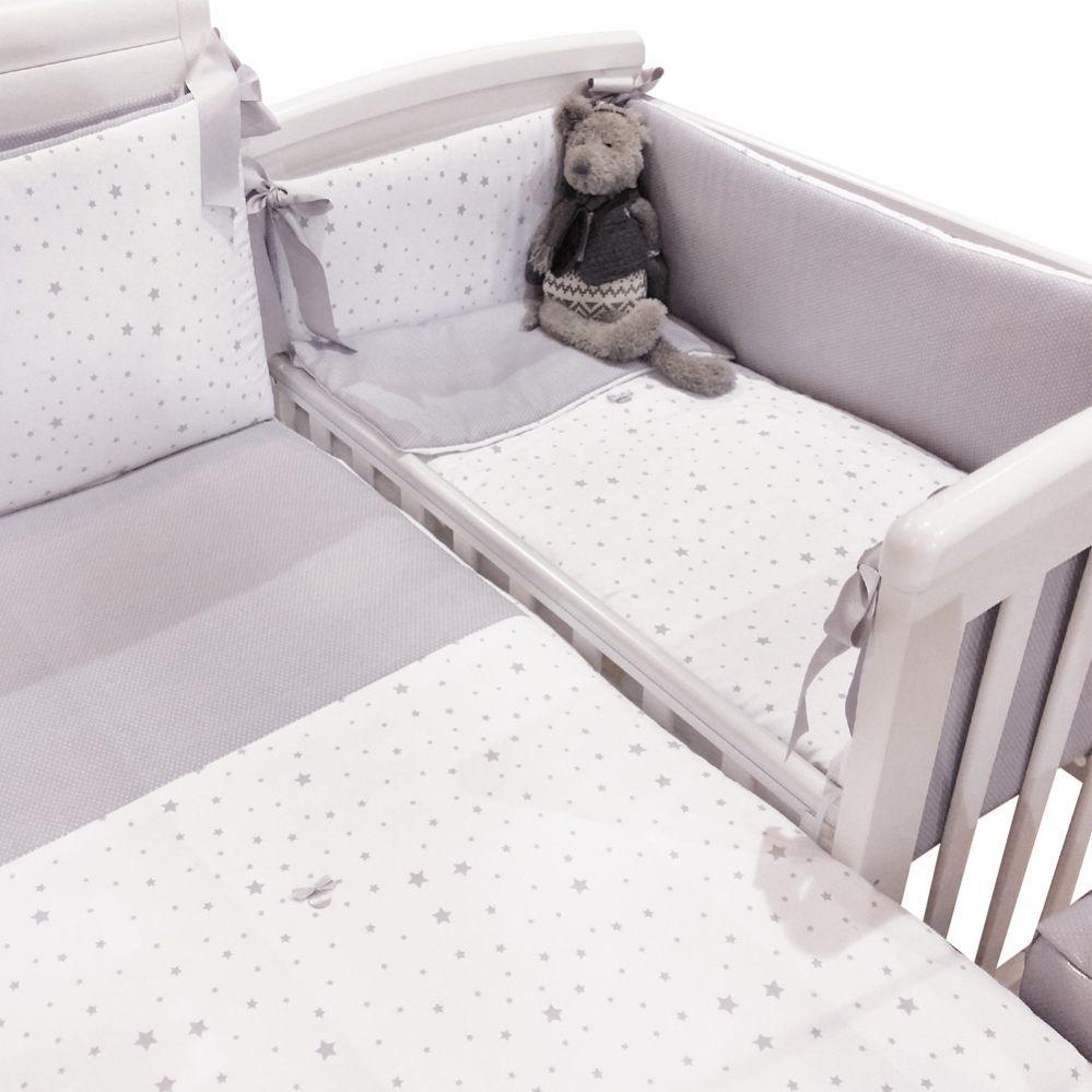 Minicuna colecho unida a la cama de matrimonio para mejorar el apego